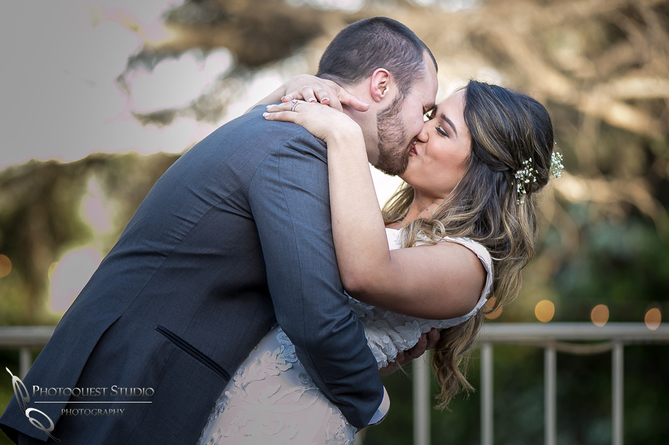 Temecula, Pomona Wedding Photographer, First dance kiss