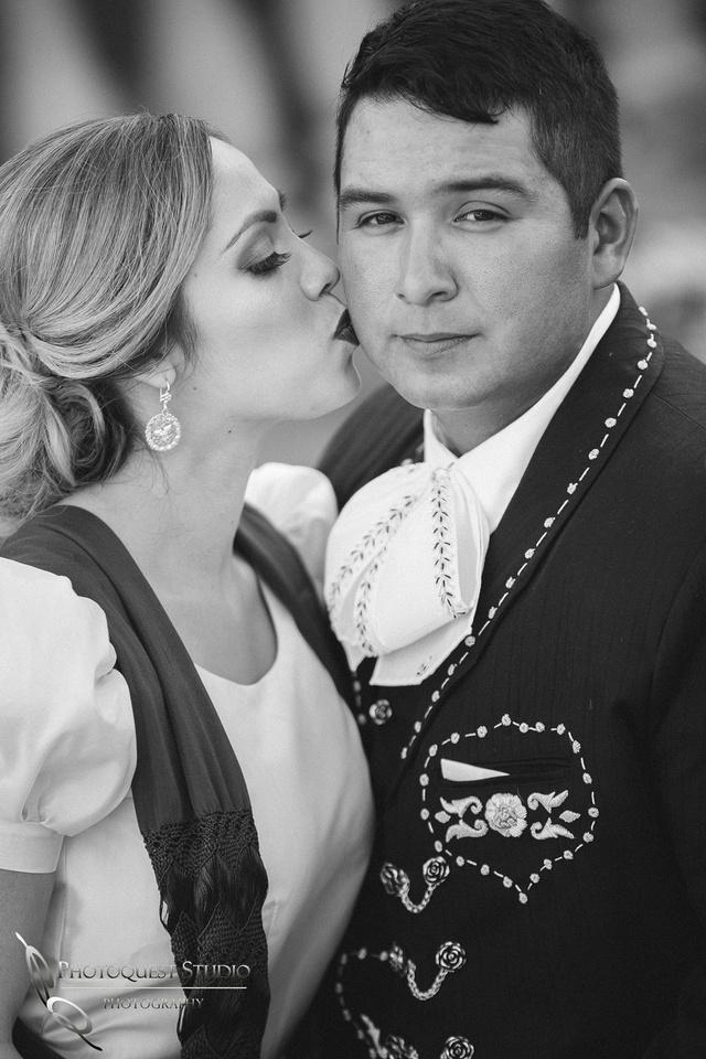 Kissing him, Temecula Wedding Photographer