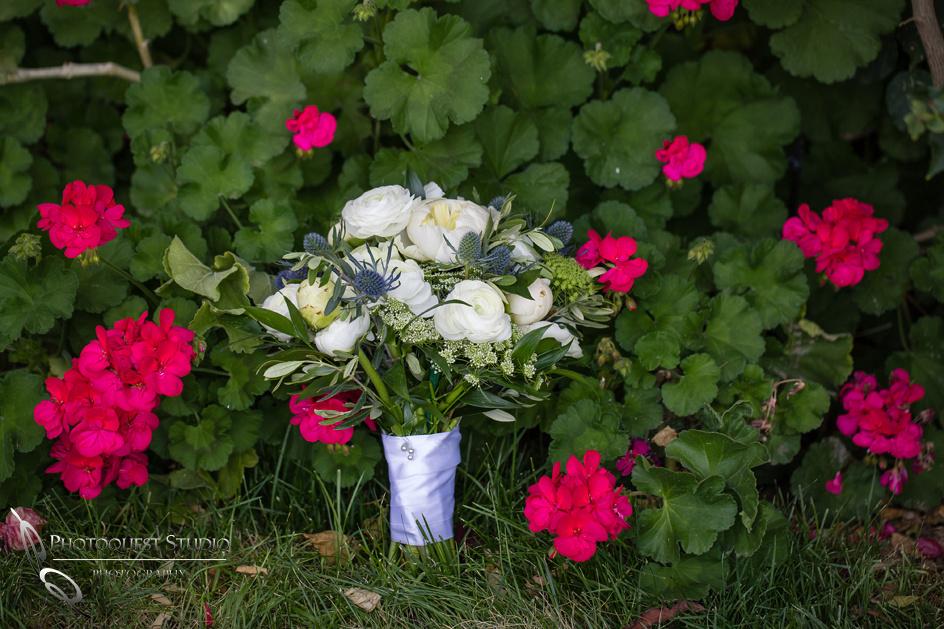 White Roses Bouquet, Wedding Photographer in Temecula, Lake Oak Meadows