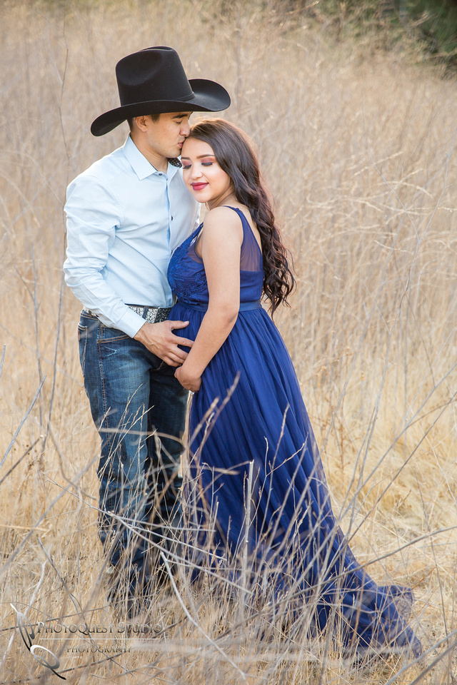 Kissing her at Maternity Photo