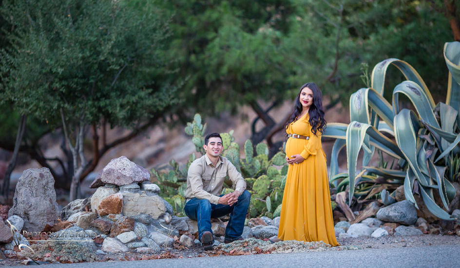 Maternity Photo with Horse by Temecula Wedding Photographer, Photoquest Studio, Photography at Frank G Bonelli Regional County Park, San Dimas, California.
