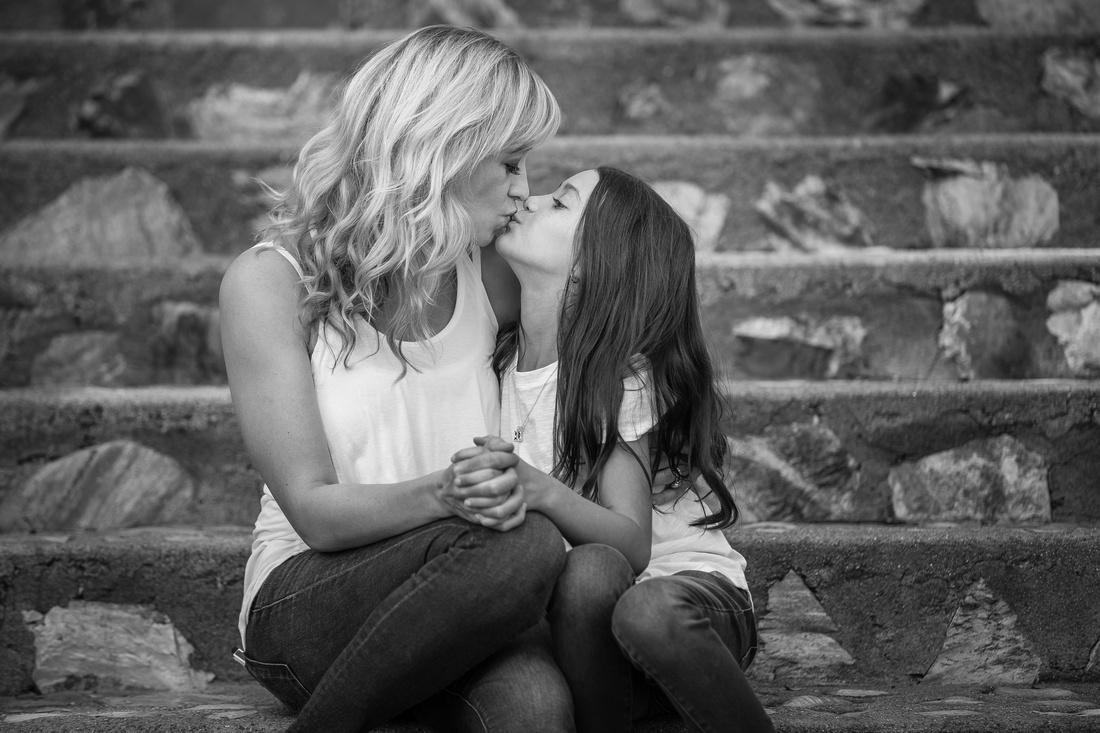 Kissing Mom, Temecula family photographer