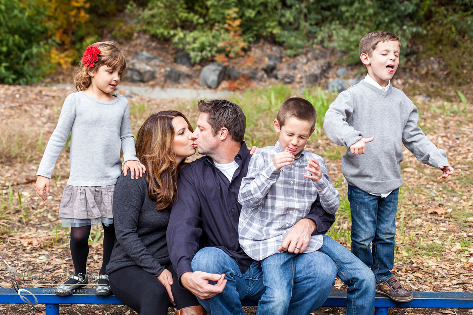 Kissing-again-Menifee-Family-Photo-Photographer---The-Hansen-from-Murrieta