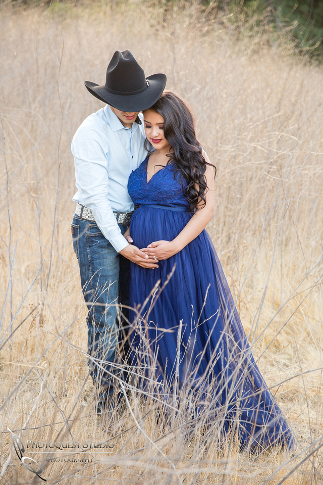Temecula-Wedding-Photographer-document-Maternity-Photo-with-Horse-in-California-Crystal--Luis-(70)