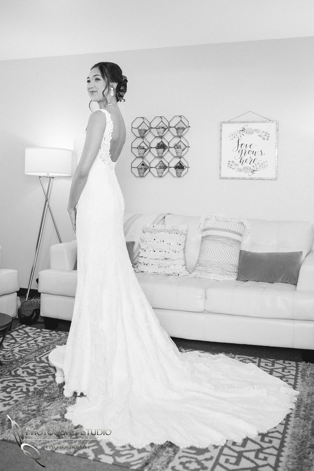 Pretty Bride in her dress, Temecula-Wedding-Photographer