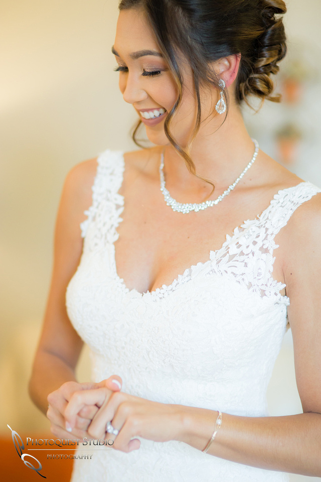 Temecula-Wedding-Photographer with Natural Beauty Bride
