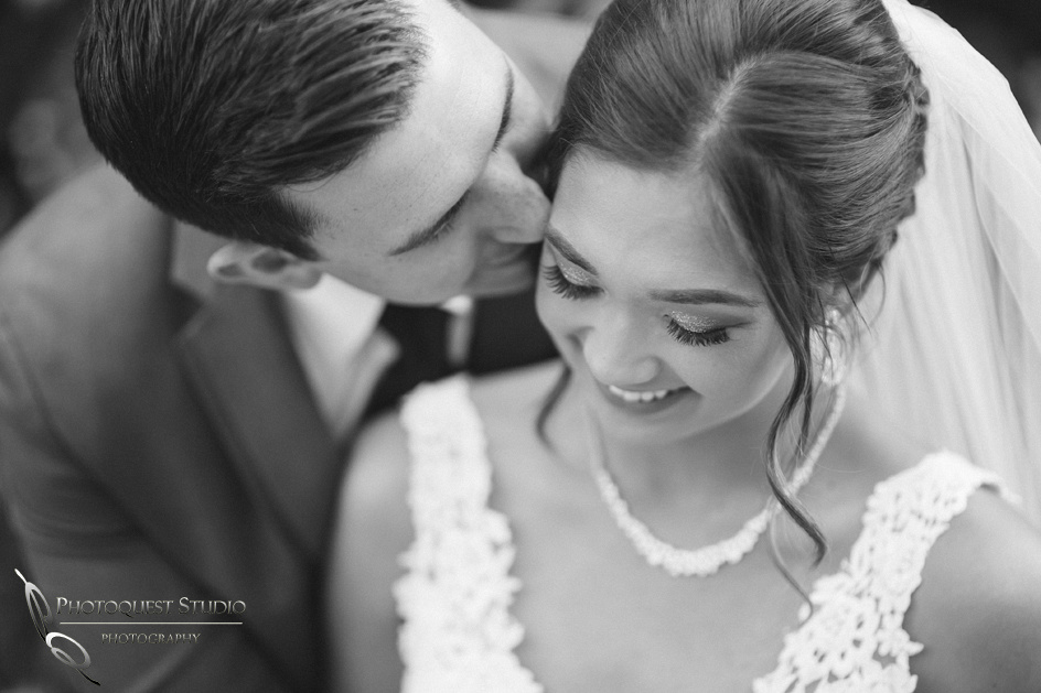 Kissing her by Wedding photographer in Temecula