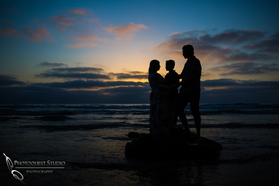 Maternity-Photo-at-La-Jolla-Beach,-San-Diego-by-Temecula-Family-Photographer