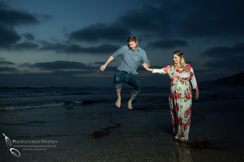 Maternity-Photo-at-La-Jolla-Beach-by-Temecula-Wedding-Photographer