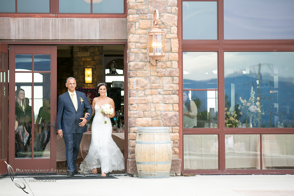 Monte De Oro Winery Wedding Photo by Photographer in Temecula.