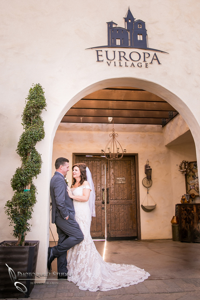 Engagement,-Wedding-Photographer-in-Temecula,-Wedding-Photo-at-Europa-Village-Winery-(9)