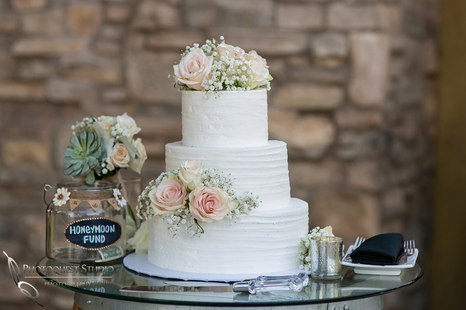 Wedding cake at Lake Oak Meadows, Temecula Winery by Photographer of Photoquest Studio