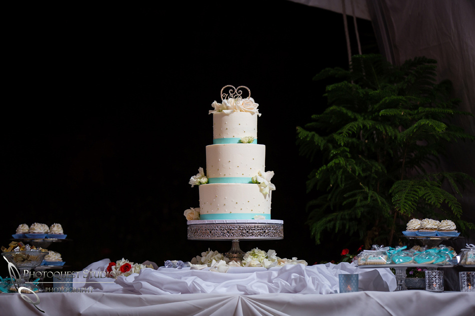 wedding cake at fallbrook wedding