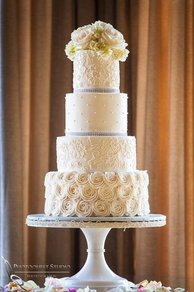 Wedding at Ponte Winery, Cake and flowers