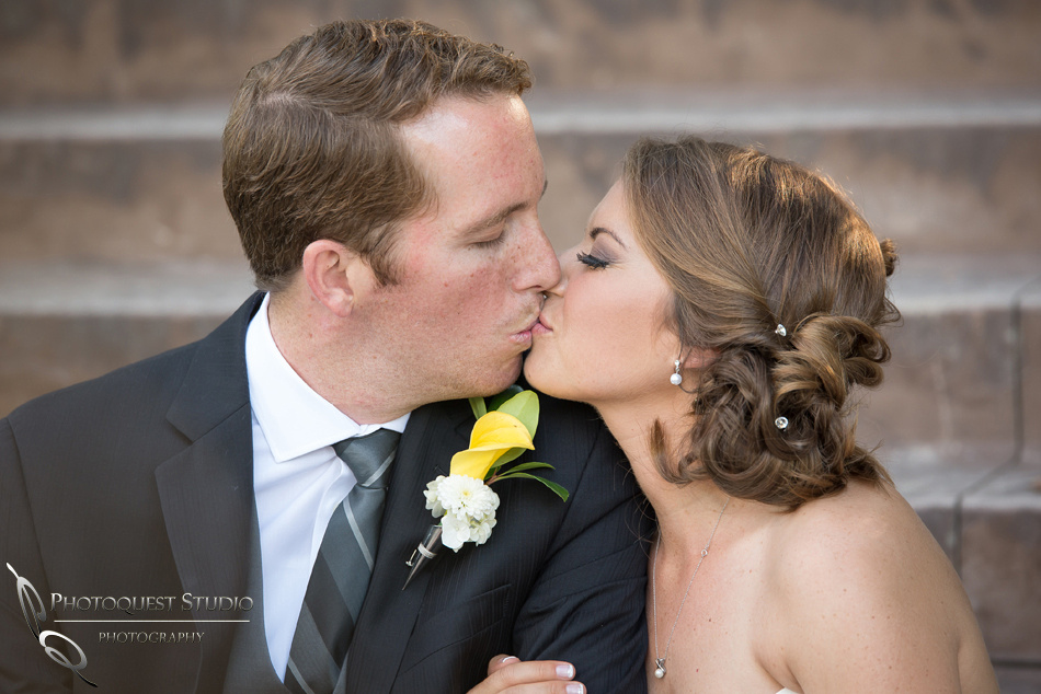 The kiss by-Wedding-Photographer-in-Temecula