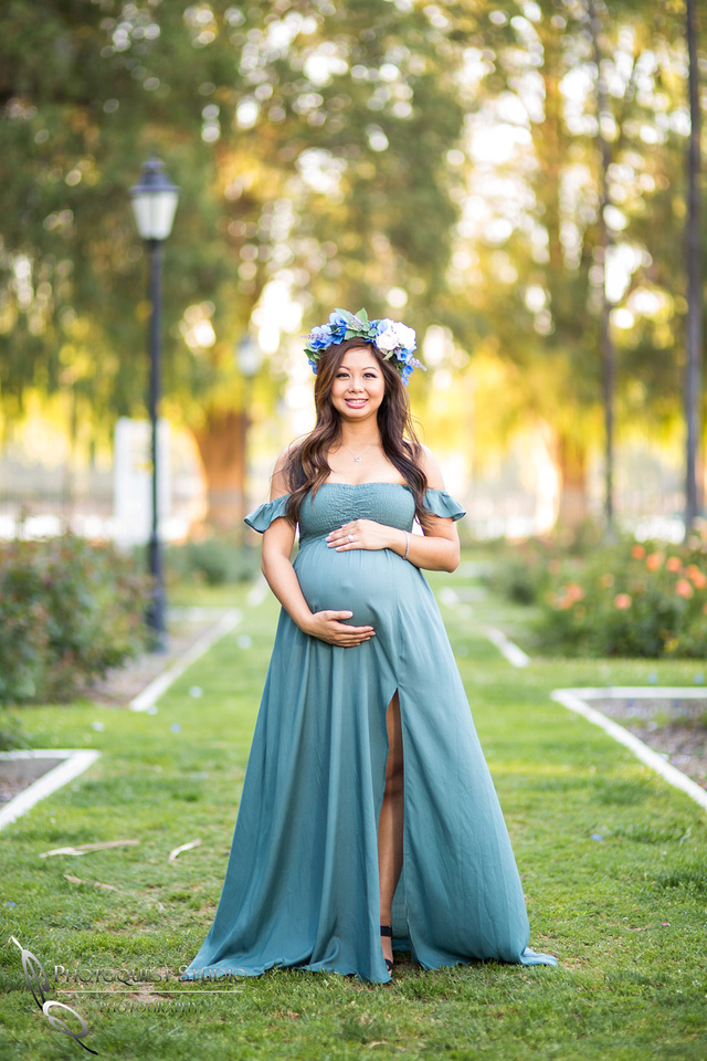 Glowing-Mother-Maternity-Photo-by-Temecula-Wedding-Photographer