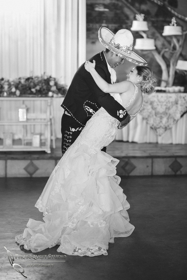 Lovely first dance, Temecula Wedding Photographer at Menifee, Rancho Los Agaves