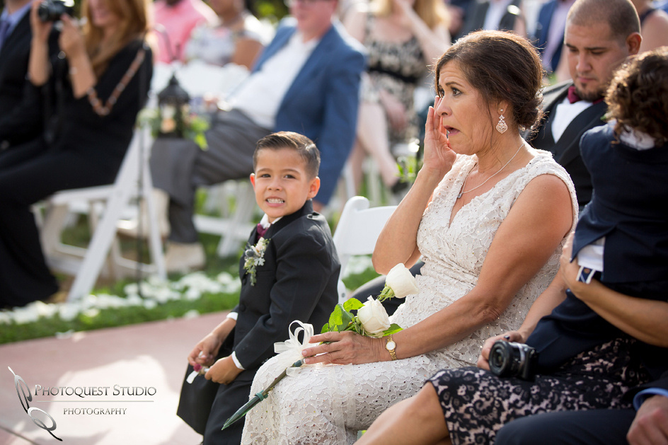Mom cry during wedding ceremony