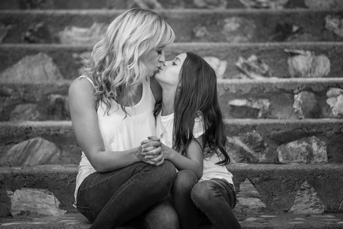 Kissing Mom, Temecula family photographer