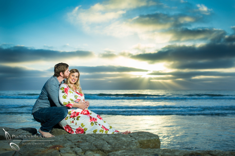 Maternity-Photo-at-Sunset-La-Jolla-Beach,-San-Diego