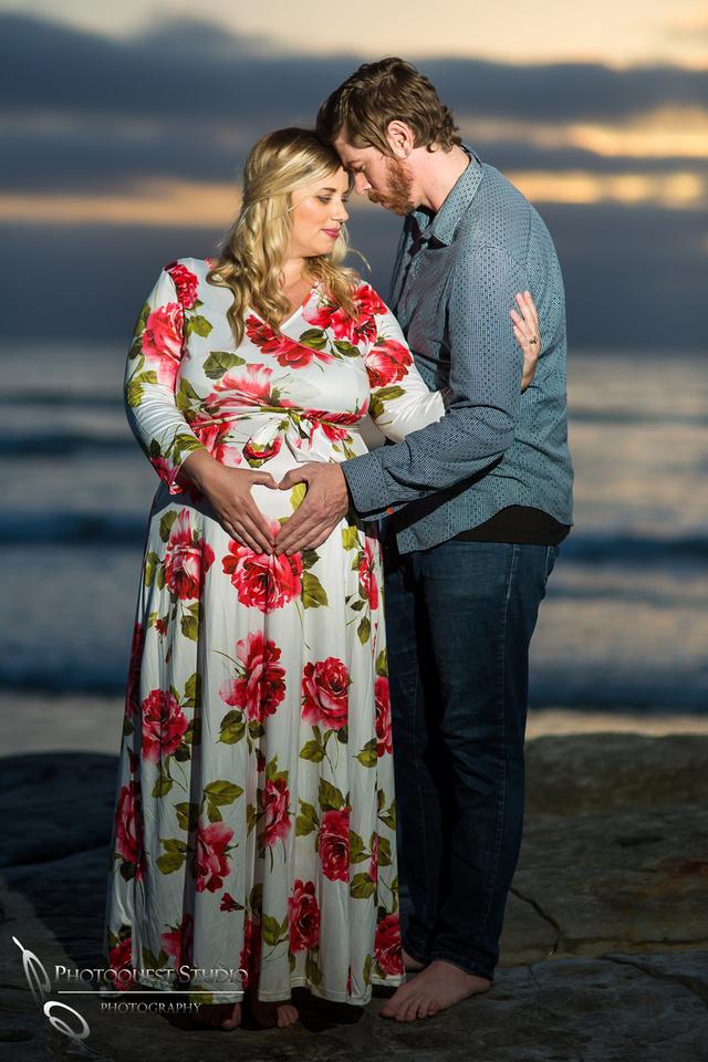 Maternity-Photo-at-La-Jolla-Beach,-San-Diego-by-Temecula-Family-Photographers