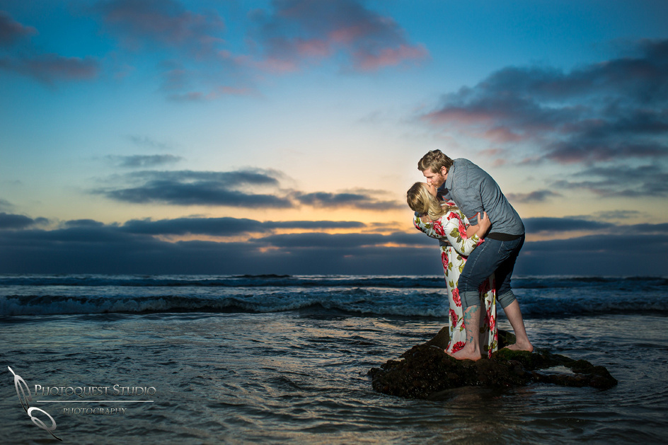 Maternity-Photo-at-La-Jolla-Beach,-San-Diego-by-Wedding-Photographer-in-Temecula