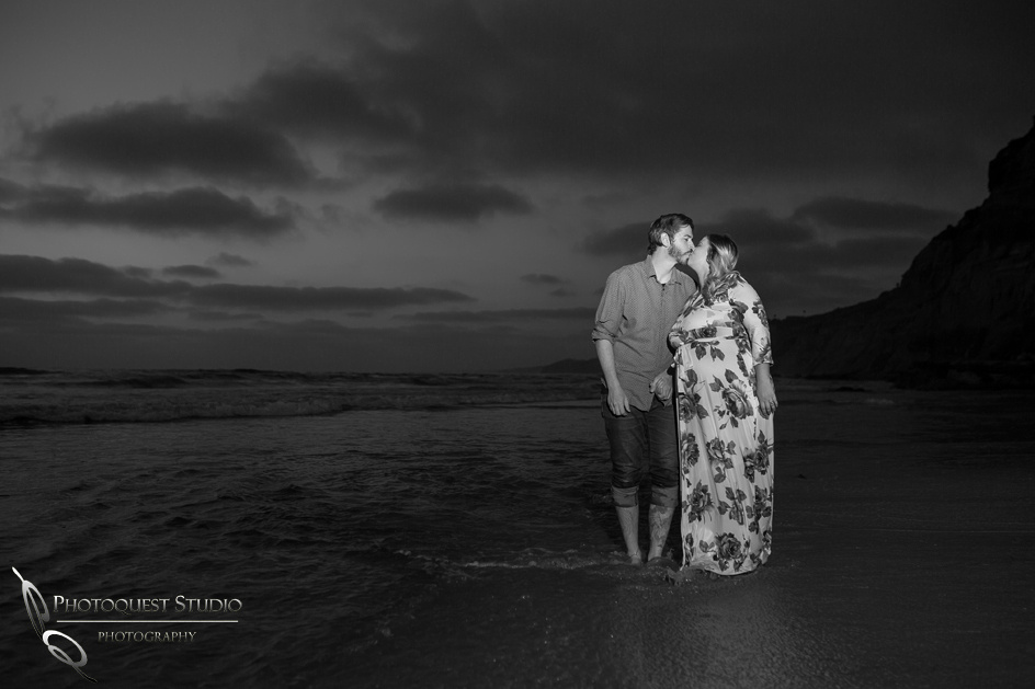 Briana's-Maternity-Photo-at-La-Jolla-Beach