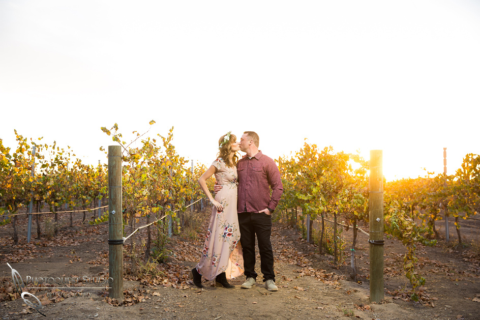 kissing at temecula winery sunet
