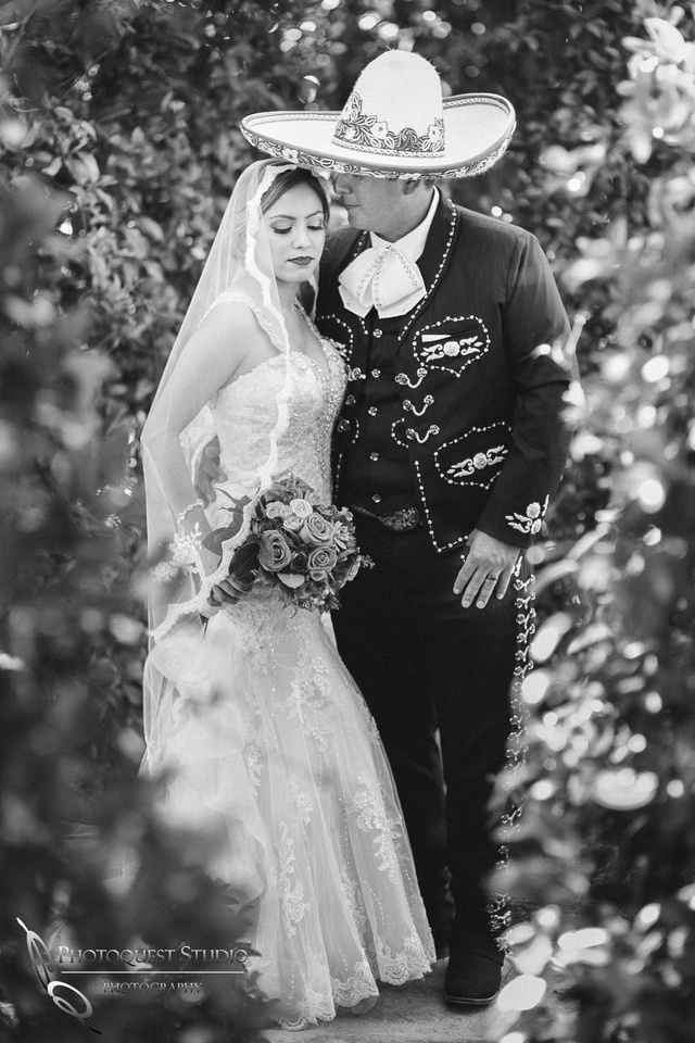 Temecula Wedding Photographer, Vaquero love in black and white