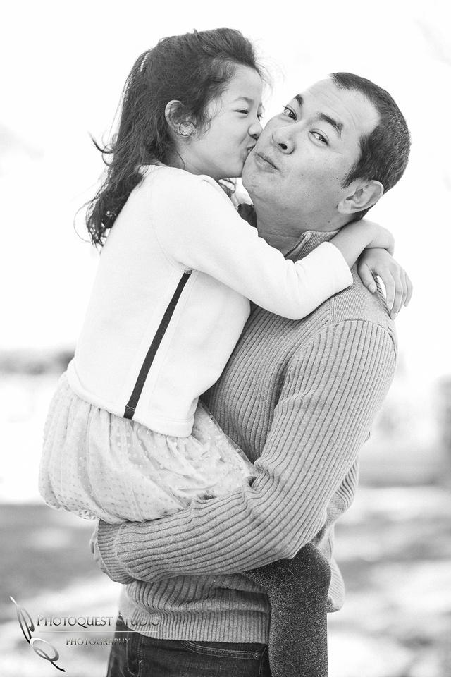 Kissing Daddy by Temecula, Menifee, Murrieta Family Photographer