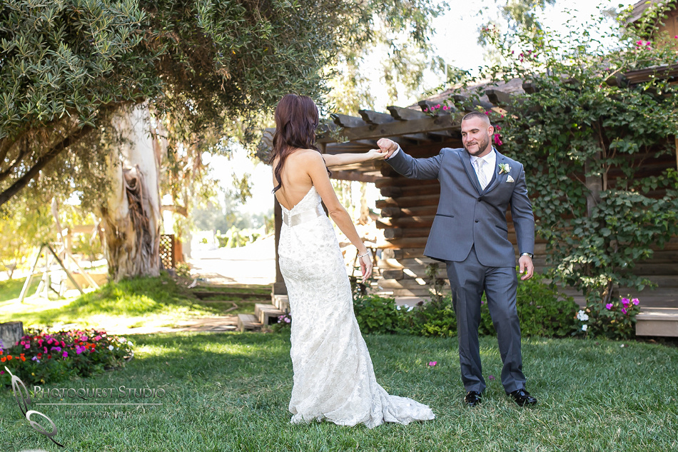 first-look-wedding-photo-at-lake-oak-meadows-by-wedding-photographer-in-temecula,-Photoquest-studio-(26)